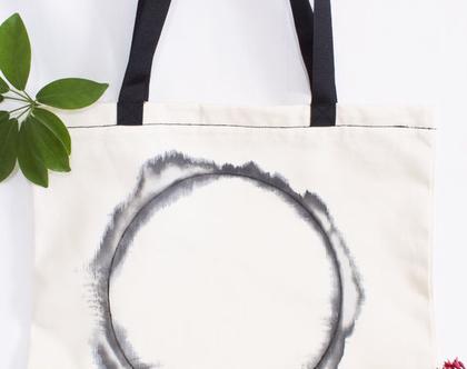 תיק בד עם ציור שחור לבן בעבודת יד