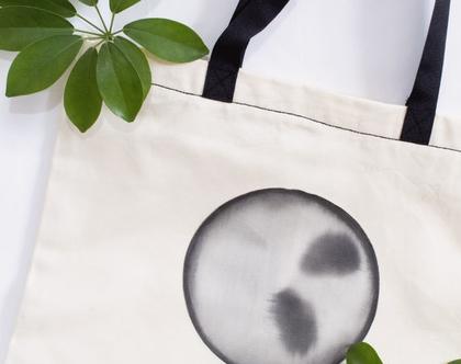 תיק בד עם ציור ירח שחור לבן בעבודת יד