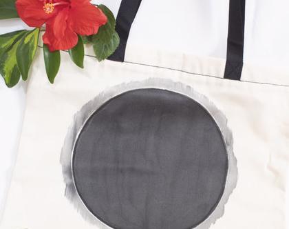 תיק בד עם ציור שחור בעבודת יד
