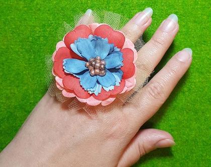 טבעת פרח ענק, שירה