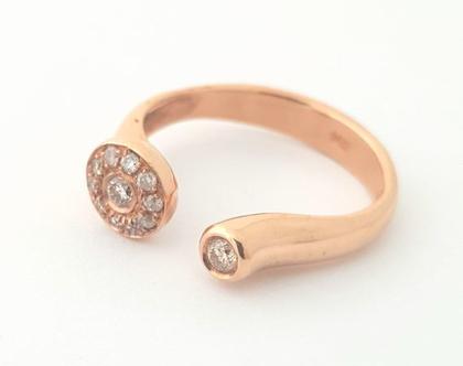 טבעת אירוסין | טבעת יהלומים | טבעת מעוצבת ייחודית | אורה דן תכשיטים | תכשיטים בתל אביב | טבעות בעיצוב אישי |