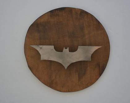 סמל של האיבר האפר מעץ (יש מנורה נסתרת וזה ממש ייפה בלילה)