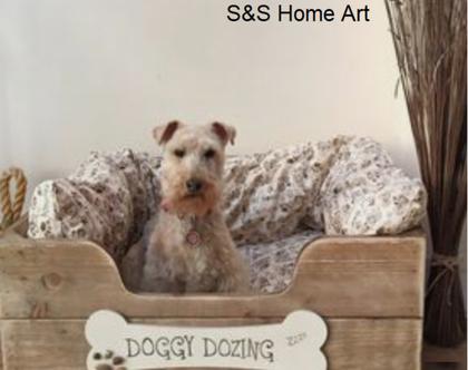 מיטת כלבים דקורטיבית מעץ מלא