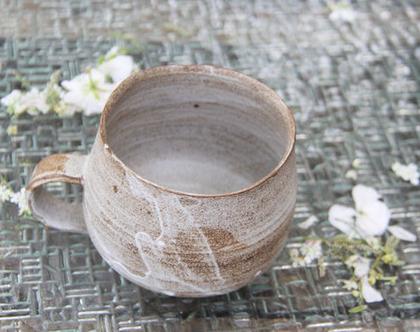 ספל קפה אפור לבן - קרמיקה עבודת יד