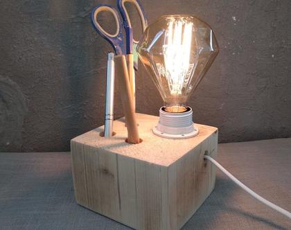 מנורת שולחן מעץ עם מעמד לכלי כתיבה