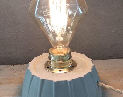 מנורת בטון תעשייתית