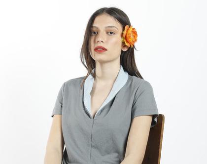 חולצת קיץ אפורה עם שרוול קצר וצוארון תכלת