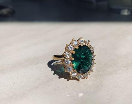 טבעת דיאנה  טבעת וינטאג׳  טבעת אבן גדולה   אבן ירוקה  אבן אובלית  טבעת משובצת  זירקונים  מצופה בזהב