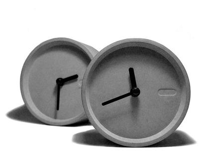 שעון שולחני מבטון   עיצוב מבטון   עיצוב בית   מתנה לחג