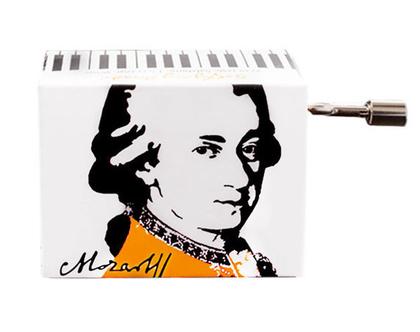 תיבת נגינה קטנה עם קטע מהמנגינה wiegenlied של מוצארט