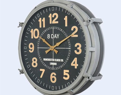 שעון מתכת מעוצב
