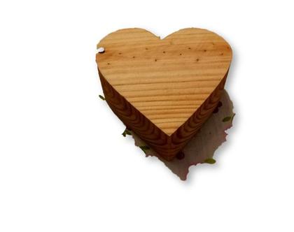 קופסה לטבעות חתונה /קופסה לתכשיטים/ קופסה מעוצבת// קופסה מעץ/ קופסה מעץ אורן