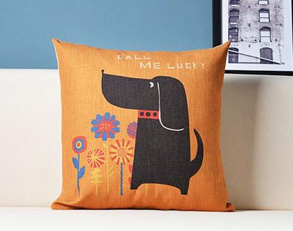 כרית נוי - כלב עם פרחים