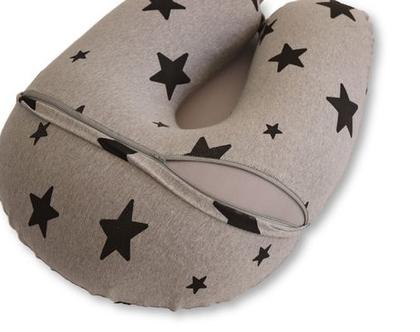 כרית הנקה גדולה אפור בהיר עם כוכבים שחורים, מבית הני דויטש, מיוצרת בישראל