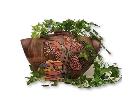 """אגרטל גדול. עבודת יד. צבע חום רהיטים דמוי עץ מעוצב פרחים בצבעי פסטל. מק""""ט 1115"""