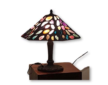 מנורת שולחן.