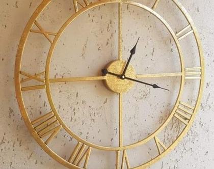 שעון ספרות רומיות מוזהב מחוגים שחורים