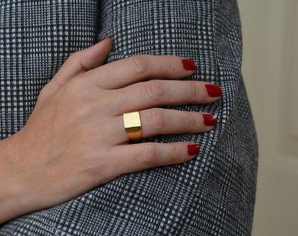 טבעת חותם, טבעת לזרת, טבעת זהב, טבעת מרובעת, טבעת מיוחדת, טבעת מעוצבת, טבעת חותם זהב, טבעת זרת, טבעת פינקי