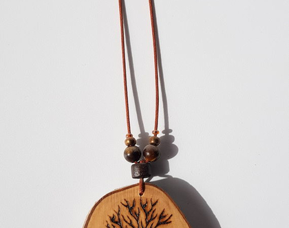 תליון עזוי עץ זית מקומי עם אמנות צרובה עליו
