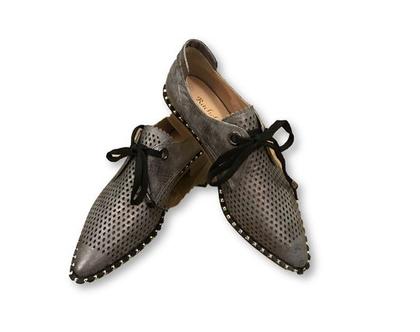 נעלי עור אפורות, נעלי עור אפורות עם קשירה,נעליים מעוצבות, נעליים מיוחדות