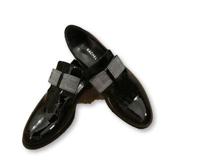 נעליי עור לק שחור בשילוב פפיון פפיטה, נעליי לק מיוחדות
