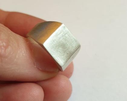 טבעת חותם, טבעת לזרת, טבעת כסף, טבעת מרובעת, טבעת מיוחדת, טבעת מעוצבת, טבעת חותם כסף, טבעת זרת, טבעת פינקי