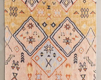 שטיח ורוד וחרדל בעיצוב מרוקאי