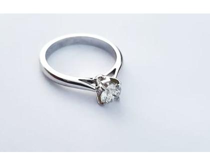 טבעת אירוסין קלאסית   טבעת יהלומים   זהב לבן 0.60 קרט