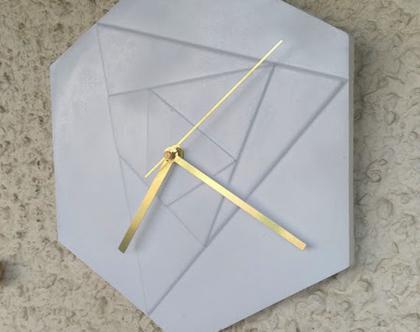 שעון בטון מחומש בצבע לבן