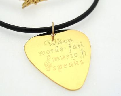 שרשרת מפרט זהב לגבר - תליון מפרט בחריטה אישית - מתנה אישית לנגנים אהבי המוזיקה, מפרט גיטרה זהב עם הקדשה, מתנה מתנה לנגן גיטרה ליום הולדת
