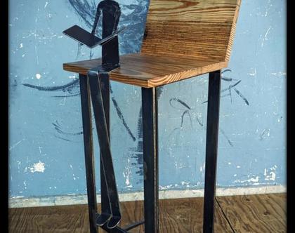 כיסאות בר מעוצבות מעץ בשילוב ברזל
