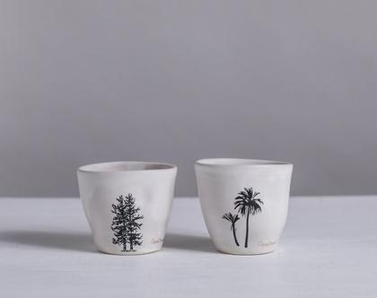 זוג ספלים מקרמיקה בצבע לבן עם הדפסי עצים   2 ספלי אספרסו לבנים קטנים