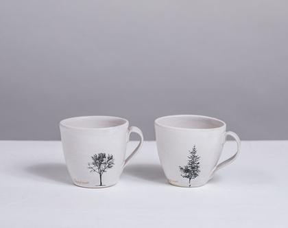 זוג ספלים מקרמיקה בצבע לבן עם הדפסי עצים   2 ספלי אספרסו לבנים עם ידית