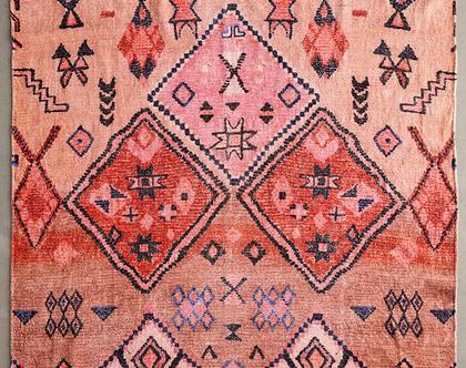 שטיח ורוד וכתום בעיצוב מרוקאי