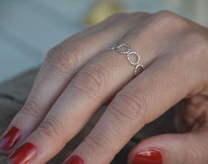 טבעת כסף עיגולים קלועים, טבעת נישואין, טבעת מעוצבת, טבעת ליום יום, טבעת כסף, טבעת צמות, טבעת קלועה, טבעת כסף עדינה
