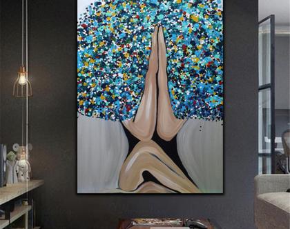"""""""תפילה"""" - יצירה אבסטרקטית בעבודת יד של אישה בתפילה עם שיער צבעוני."""