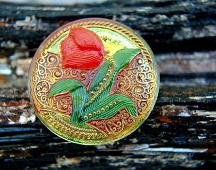 """כפתור זכוכית, פרח טוליפ אדום, כפתור אומנותי עבודת יד וצביעת יד בגודל 33 מ""""מ תוצרת צ'כיה"""