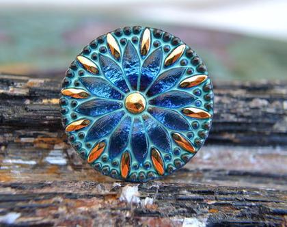 """כפתור זכוכית פרח כחול עם נגיעות זהב, כפתור אומנותי עבודת יד וצביעת יד בגודל 32 מ""""מ תוצרת צ'כיה"""