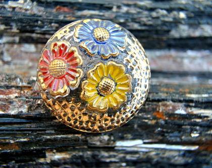 """כפתור זכוכית וינטג, תבליט פרחים, כפתור אומנותי עבודת יד וצביעת יד בגודל 27 מ""""מ תוצרת צ'כיה"""