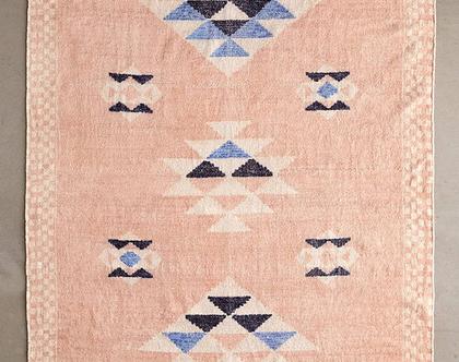 שטיח ורוד עתיק בעיצוב נורדי, שטיח קילים ורוד