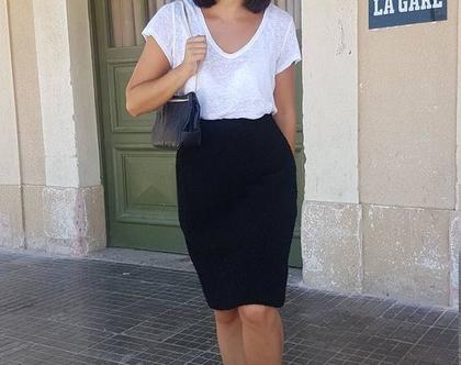 חצאית עד הברך, חצאית שחורה ,חצאית צמר חורפית, חצאית מחממת, חצאית מותן, חצאית וינטג', חצאית קלאסית,חצאית לערב, חצאית לפגישה, חצאית לעבודה