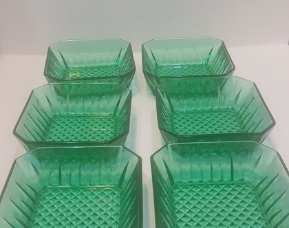 שש צלוחיות מרובעות להגשה זכוכית ירוקה וינטג ישראלי