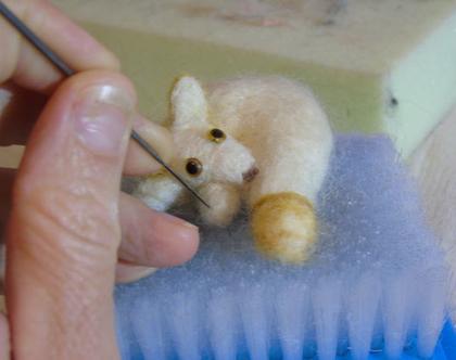 שועל שלג - בובת שועל - שועל בליבוד מחט - שועל עבודת יד - שועל מתנה לילד