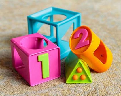 הקוביה החכמה - קובית משחק לתינוקות ופעוטות לחיזוק תפיסת מרחב, פתרון בעיות, חשיבה תלת מימדית.