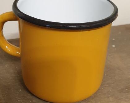 חסר במלאי !!! - ספל אמאייל בצבע חרדל רחב ונמוך   ספל אמאייל עם פס שחור