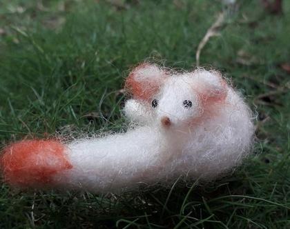 שועל שלג צעיר - בובת שועל - שועל למשחק - שועל בעבודת יד - שועל מתנה ליד