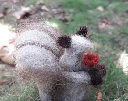 סנאי עם פרח - בובת סנאי -סנאי בליבוד מחט - מתנה בעבודת יד
