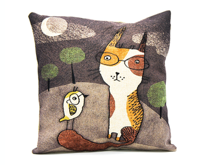 כרית נוי cat & bird רקע חום | כרית עם הדפס מתוק של חתול וציפור | כרית נוי חתול | כרית לסלון