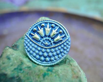 """כפתור זכוכית עיטורים בכחול כפתור אומנותי עבודת יד וצביעת יד בגודל 23 מ""""מ תוצרת צ'כיה"""