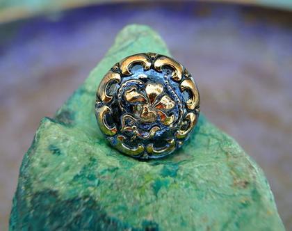 """שני כפתורי זכוכית כחולים עם זהב, כפתורים אומנותיים עבודת יד וצביעת יד בגודל 18 מ""""מ תוצרת צ'כיה"""